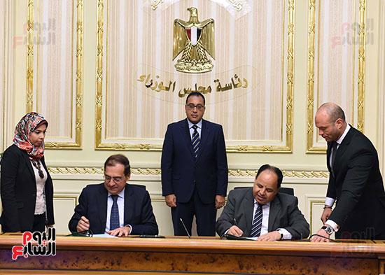 توقيع اتفاقية تعاون لتوفير سكن كريم للأسر الأولى للرعاية بين وزارات الأوقاف والتضامن والإسكان (5)