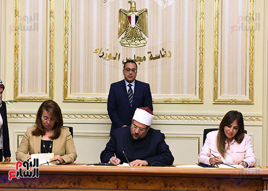 توقيع اتفاقية تعاون لتوفير سكن كريم للأسر الأولى للرعاية بين وزارات الأوقاف والتضامن والإسكان (2)