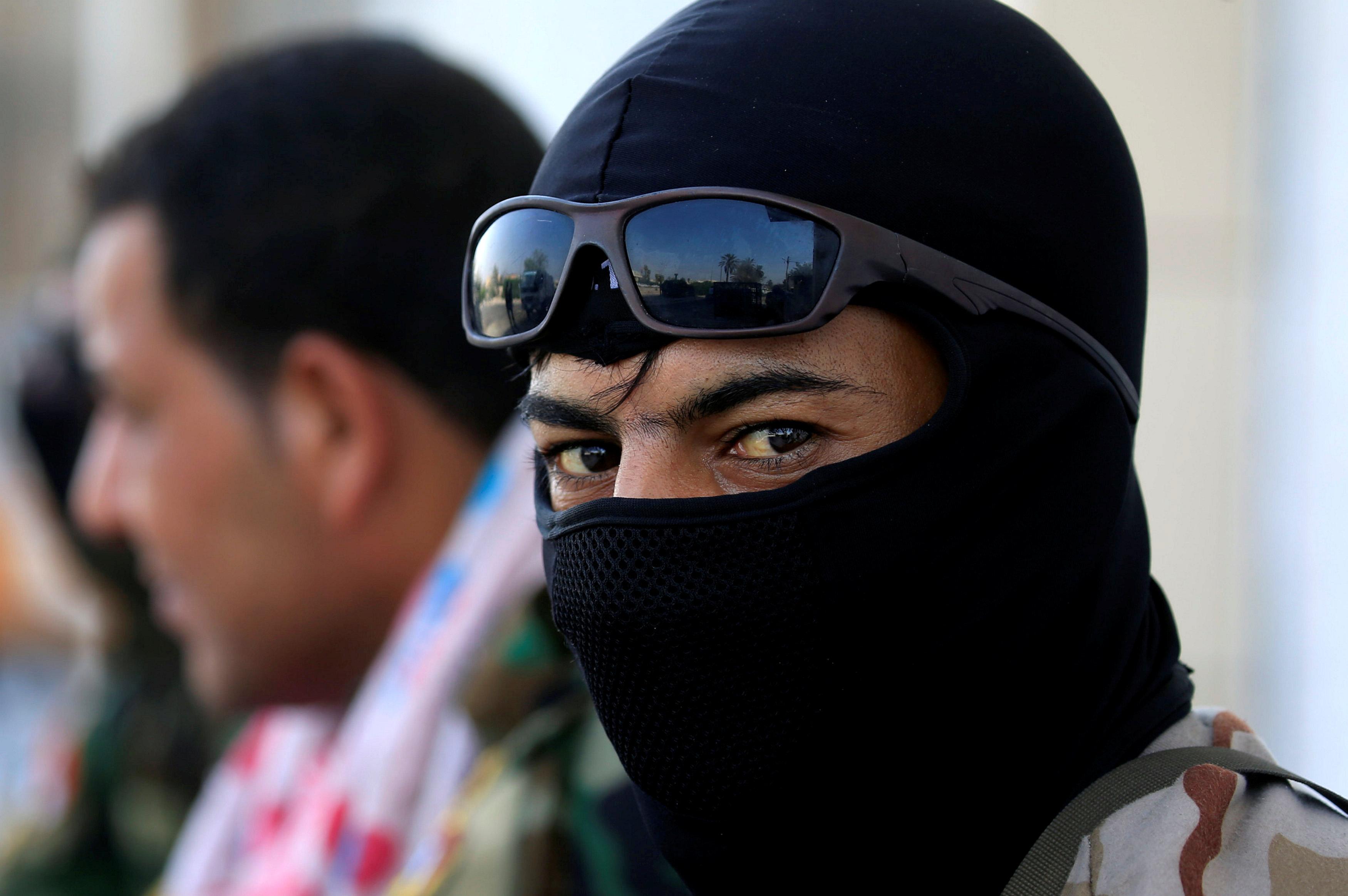 احد افراد الامن العراقى
