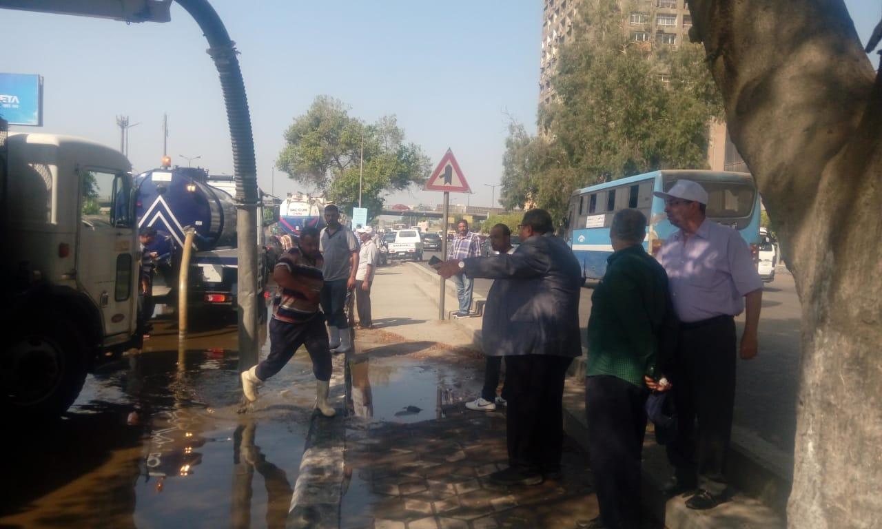 كسر ماسورة مياه عكرة بتقاطع صلاح سالم مع العروبة (1)