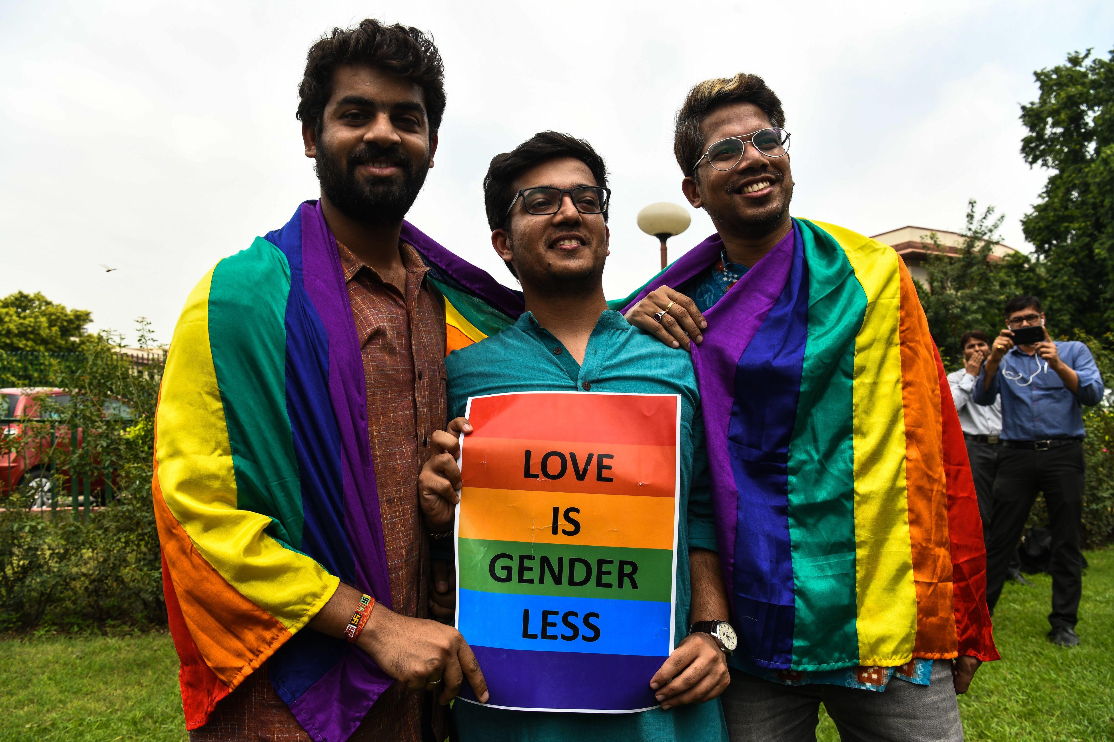 مثليى الهند يحتفلون بحكم الالغاء