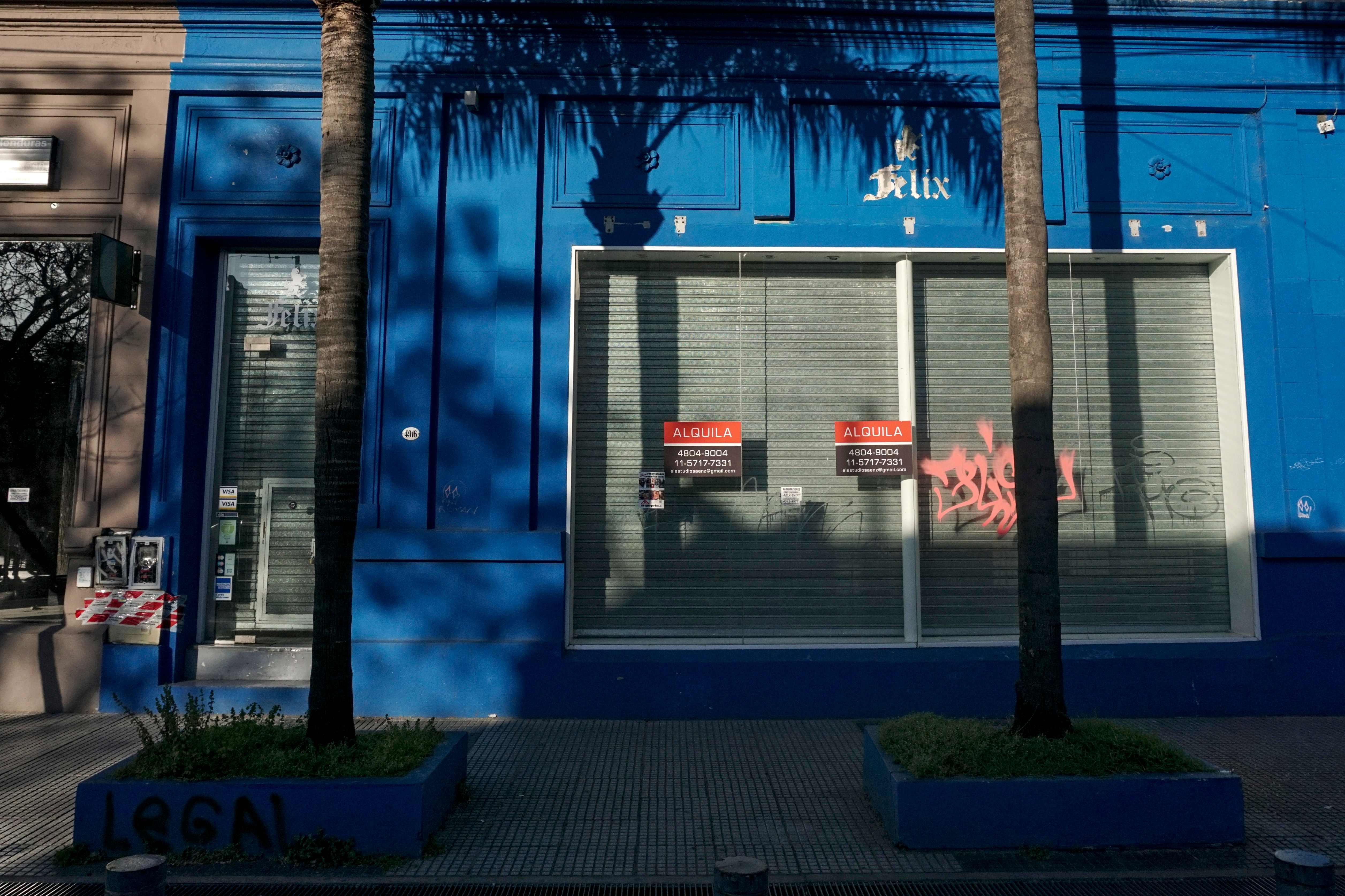 محل مغلق بسبب الازمة الاقتصادية