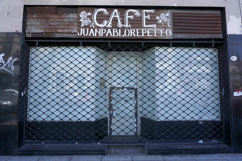 مقهى تغلق أبوابها فى الأرجنتين