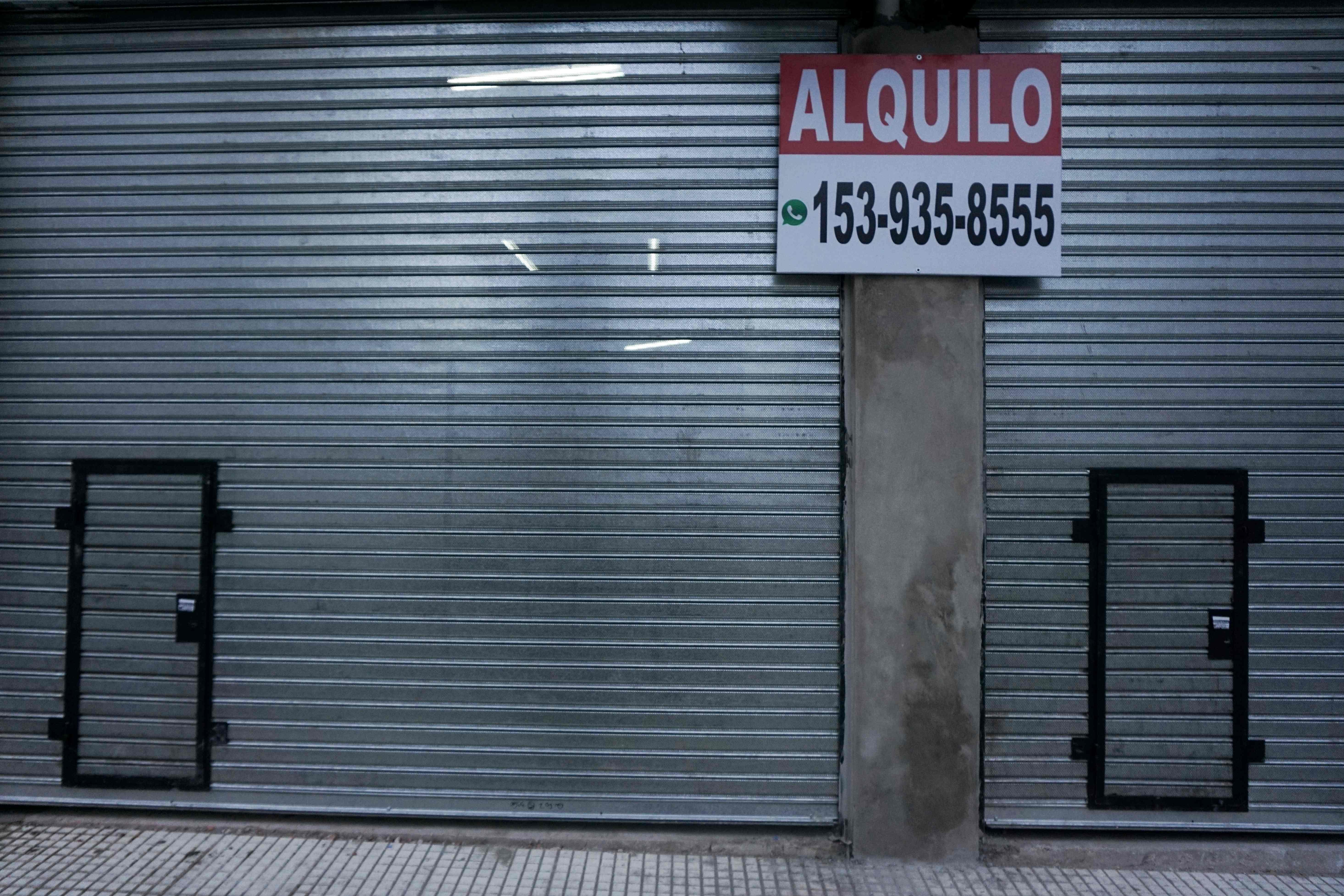متجر يغلق أبوابه
