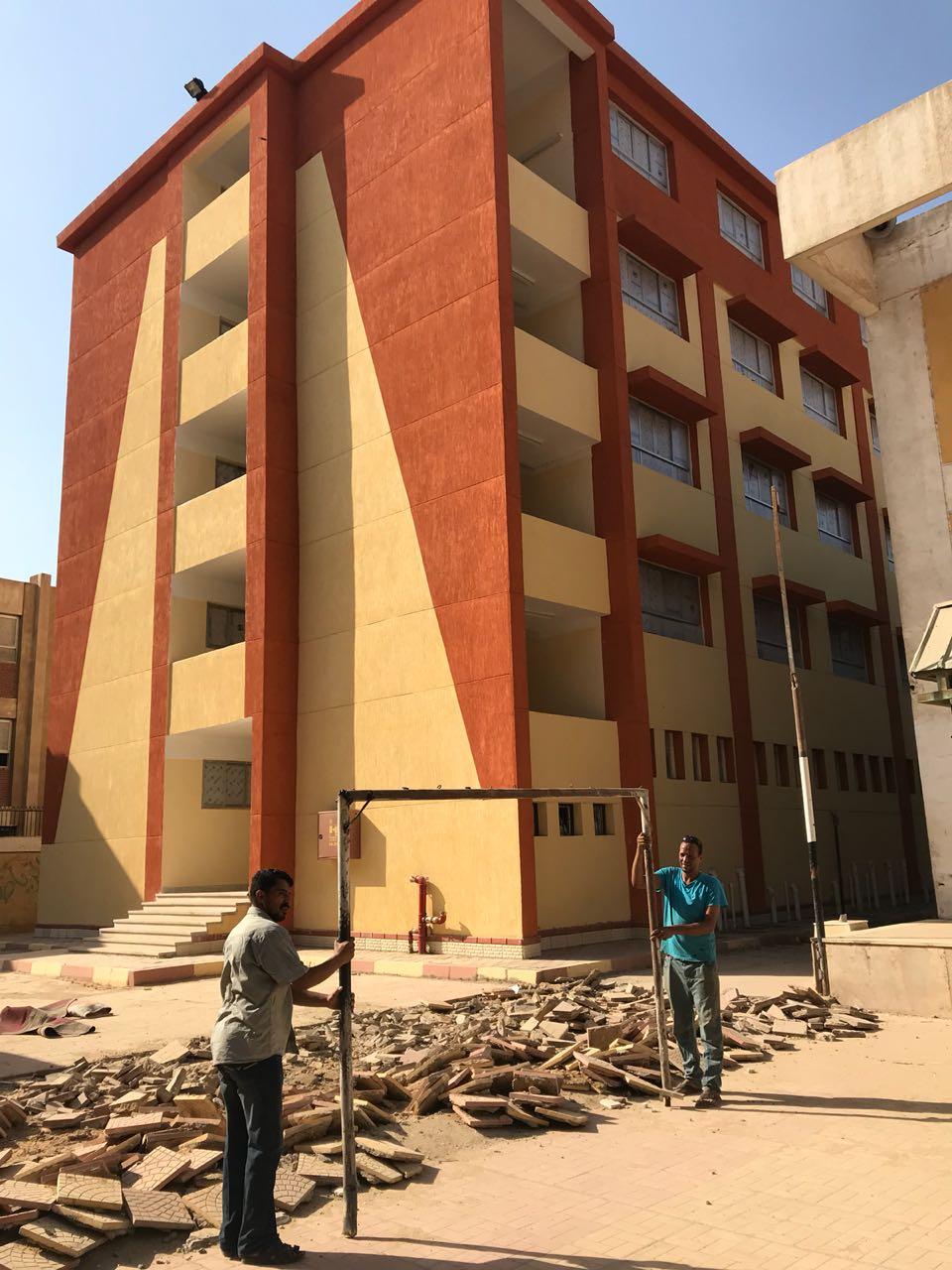 النائب أحمد على يجهز ملعب مدرسة المرج بينين على نفقته الخاصة