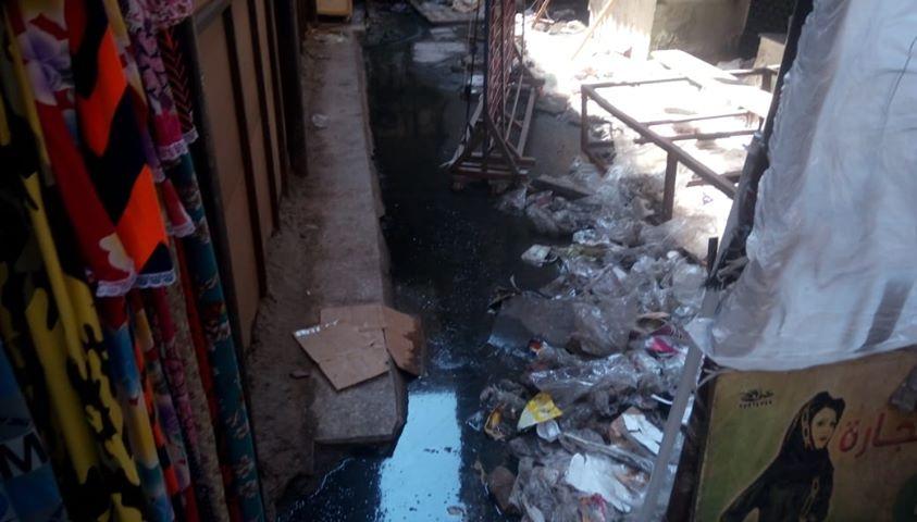 كسر ماسورة الصرف الصحى وغرق شارع فى العتبة  (4)