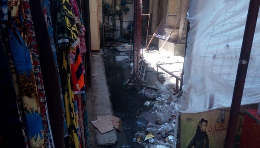 كسر ماسورة الصرف الصحى وغرق شارع فى العتبة  (2)