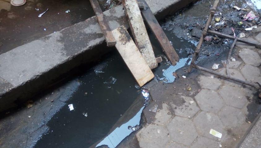 كسر ماسورة الصرف الصحى وغرق شارع فى العتبة  (1)