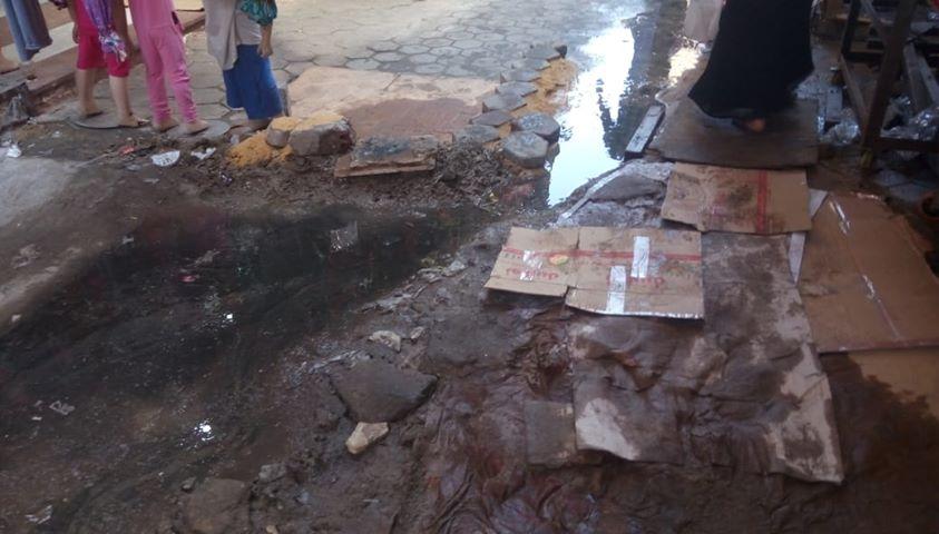 كسر ماسورة الصرف الصحى وغرق شارع فى العتبة  (7)
