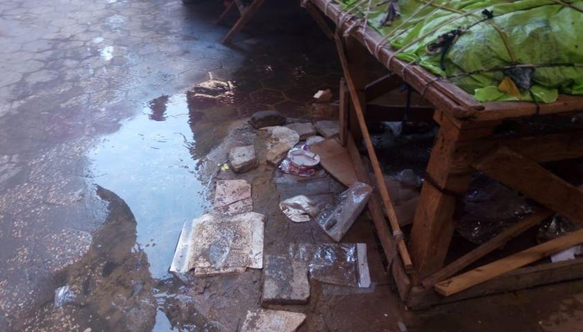 كسر ماسورة الصرف الصحى وغرق شارع فى العتبة  (5)