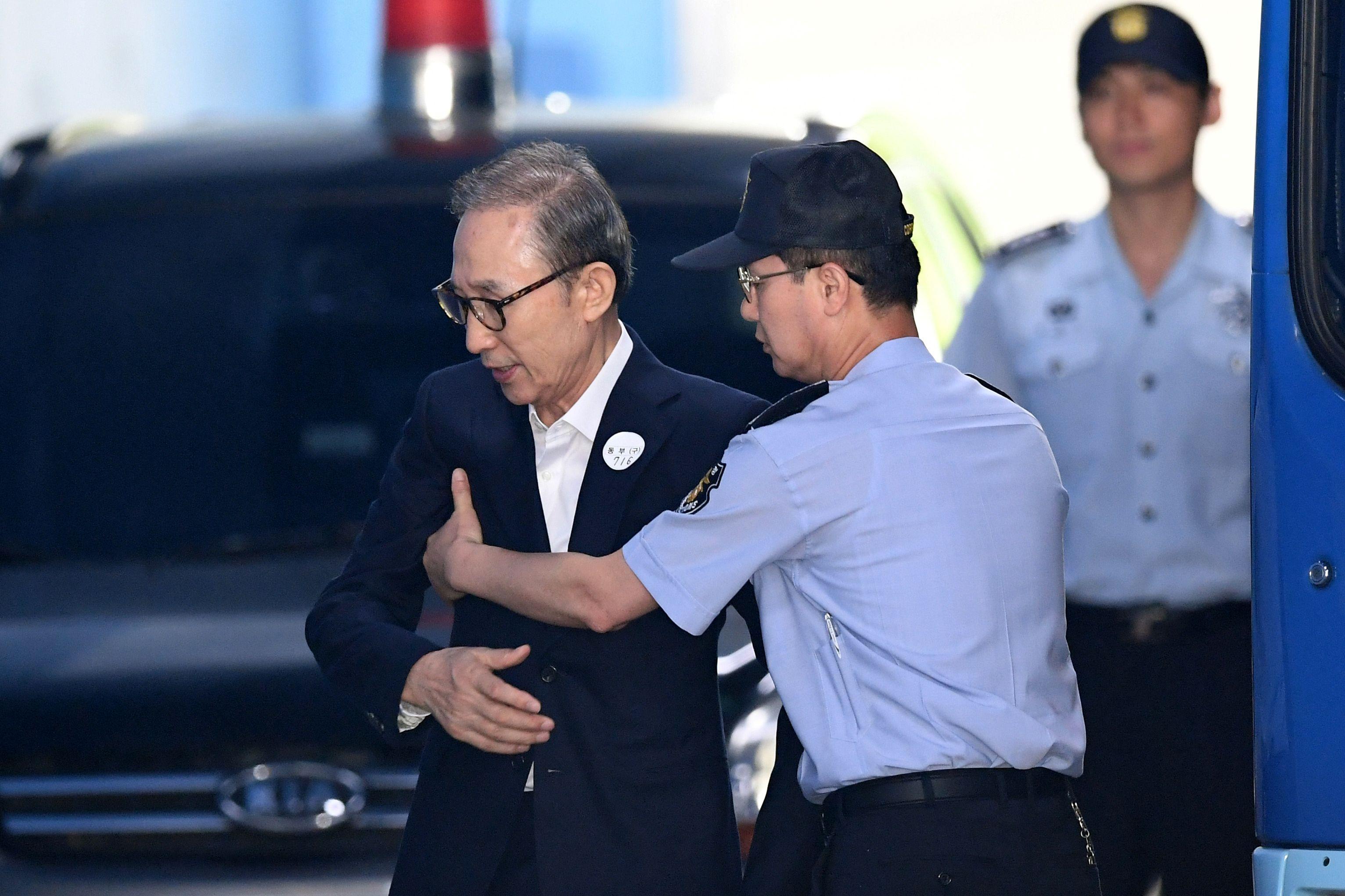 رئيس كوريا الجنوبية السابق يصل المحكمة