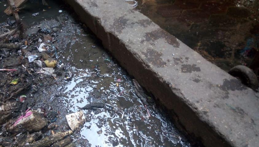 كسر ماسورة الصرف الصحى وغرق شارع فى العتبة  (6)