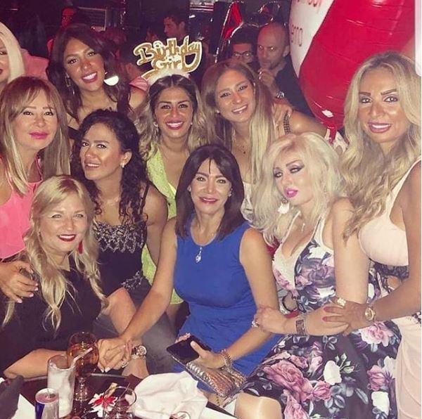 منة فضالى تحتفل بعيد ميلادها