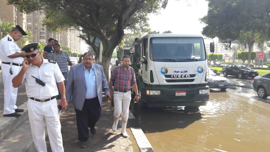 كسر ماسورة مياه عكرة بتقاطع صلاح سالم مع العروبة (2)