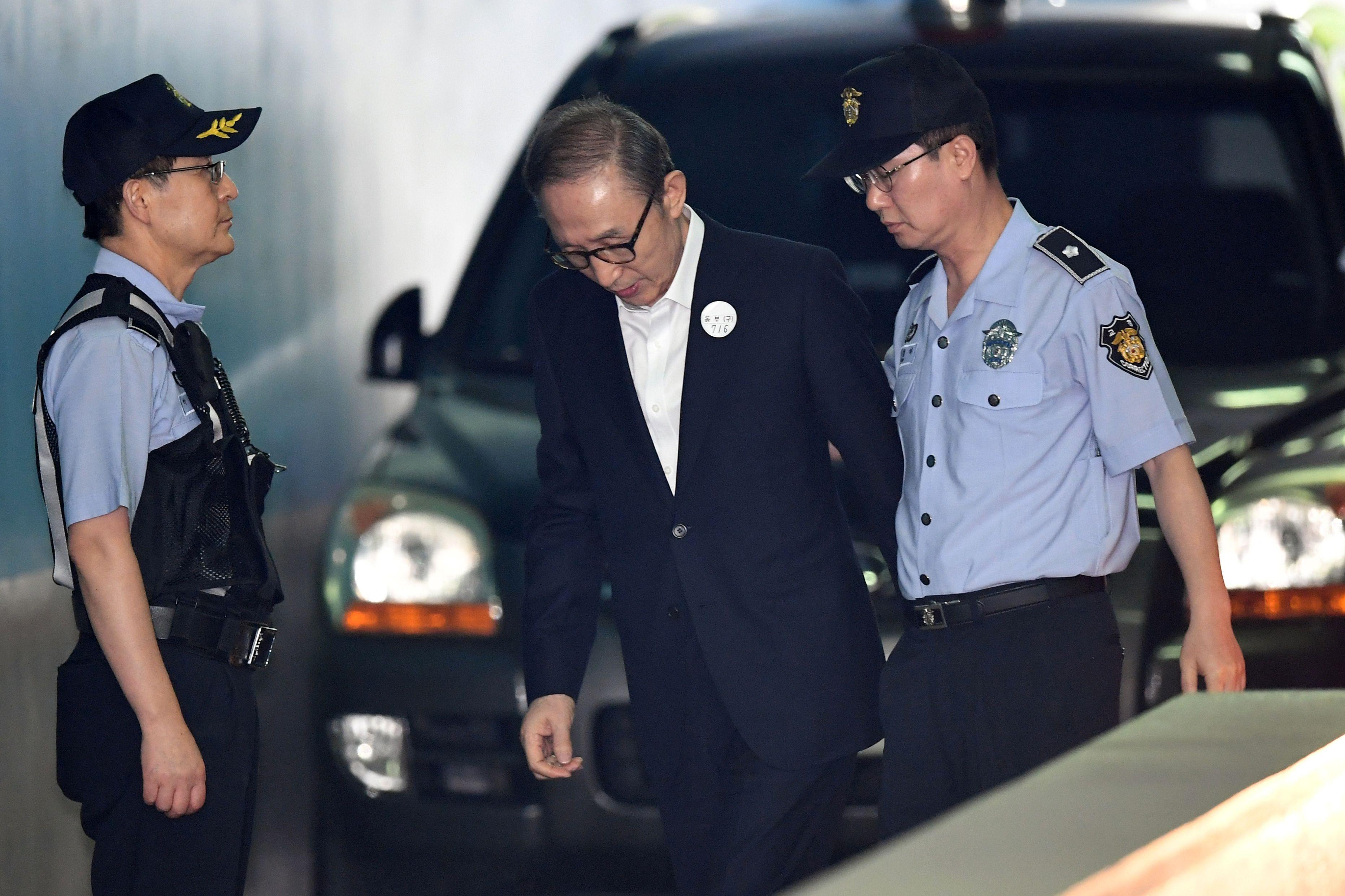 الإدعاء يطالب بسجن لي ميونج باك 20 عاما