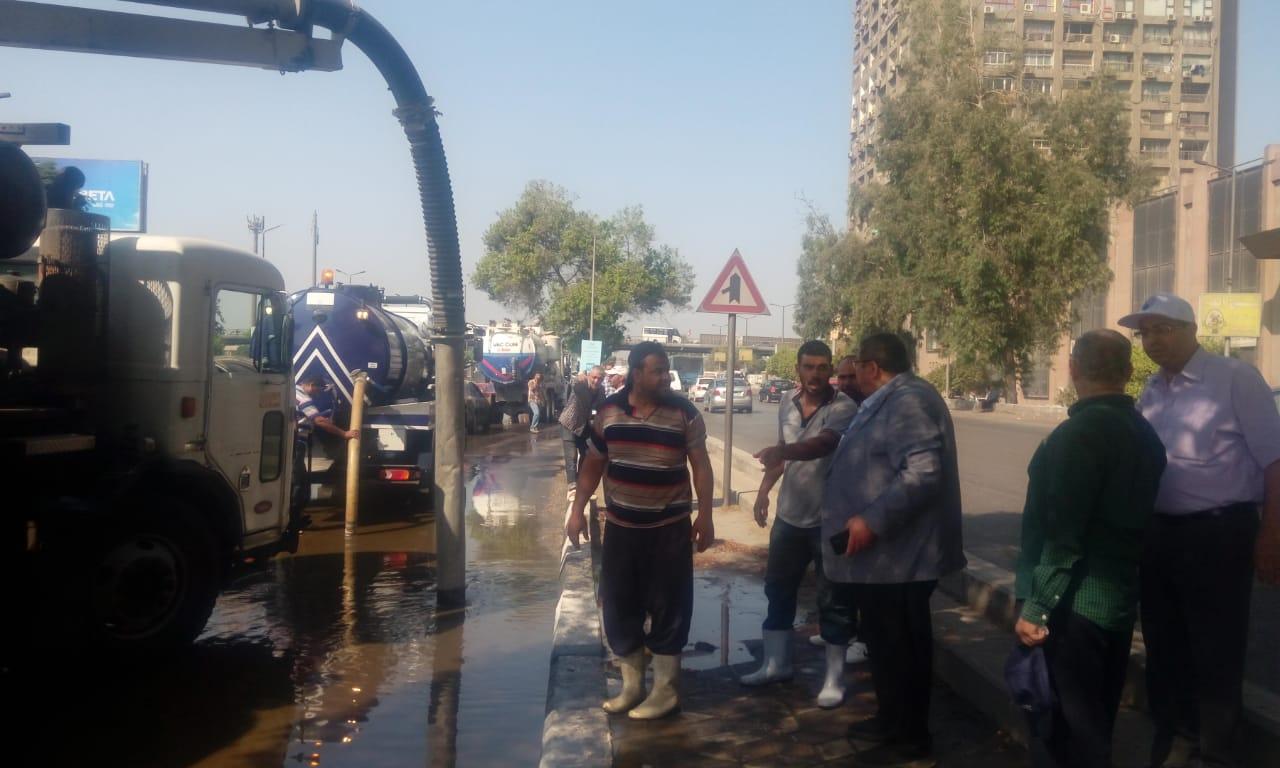 كسر ماسورة مياه عكرة بتقاطع صلاح سالم مع العروبة (3)