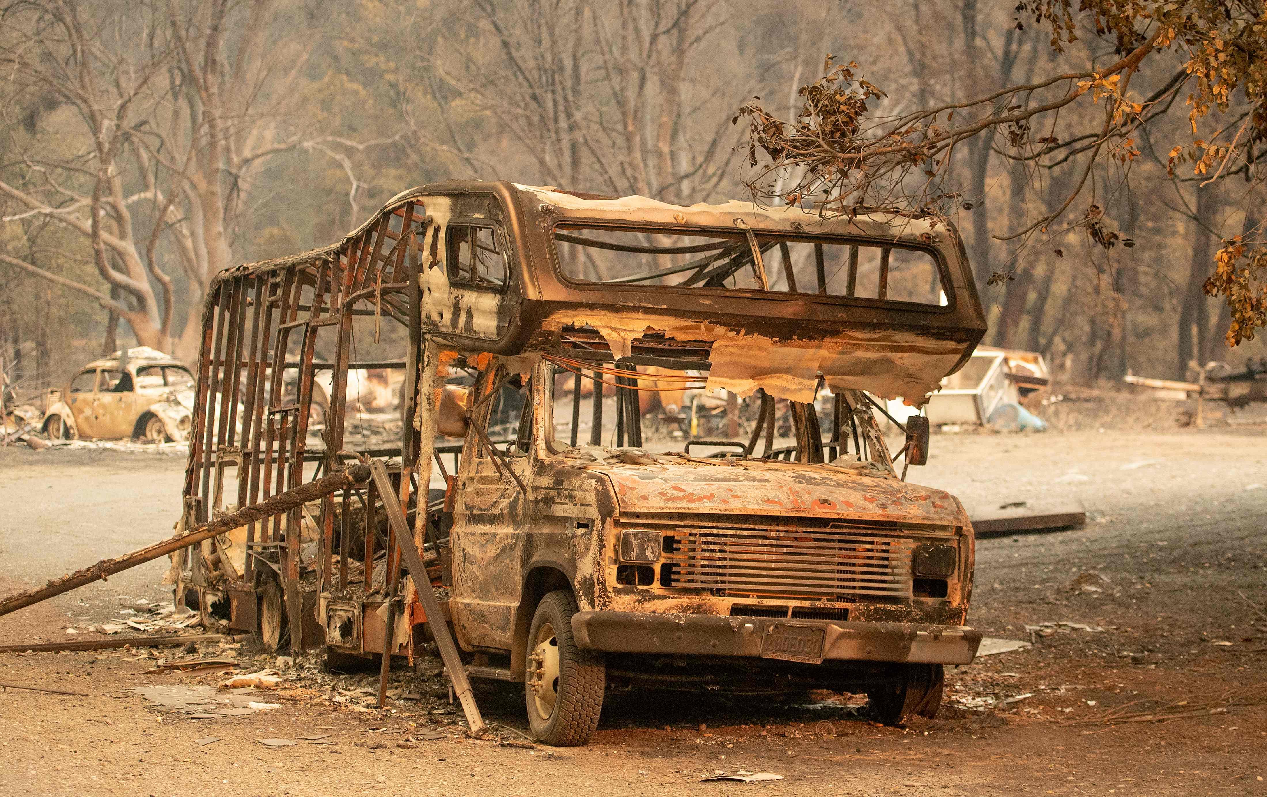 النيران التهمت حافلة