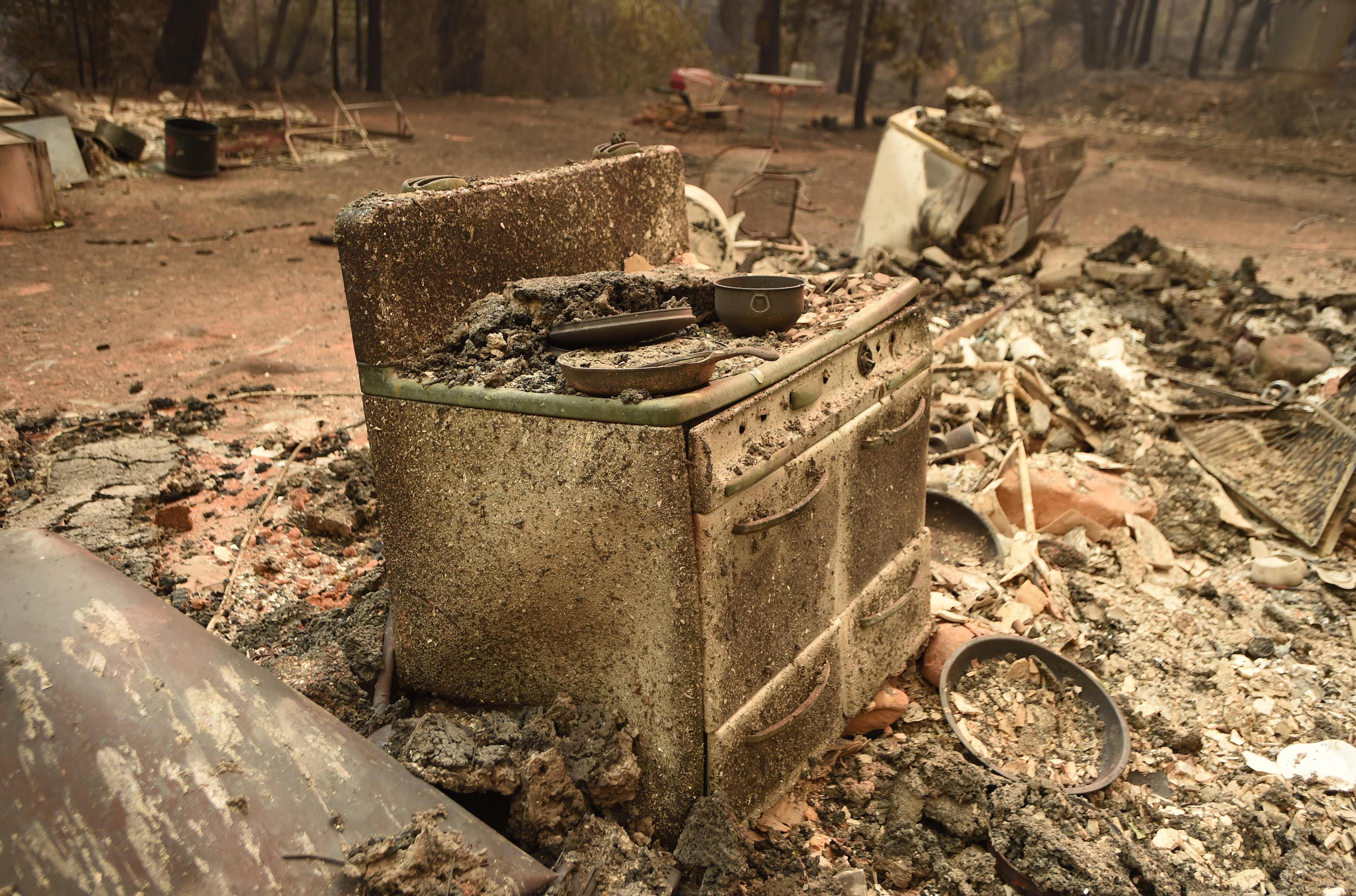 النيران  تحرق محتويات منزل