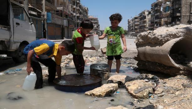 أطفال سوريا يشربون المياه الملوثة