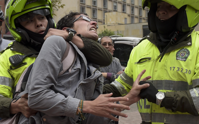 اعتقال أحد المتظاهرين
