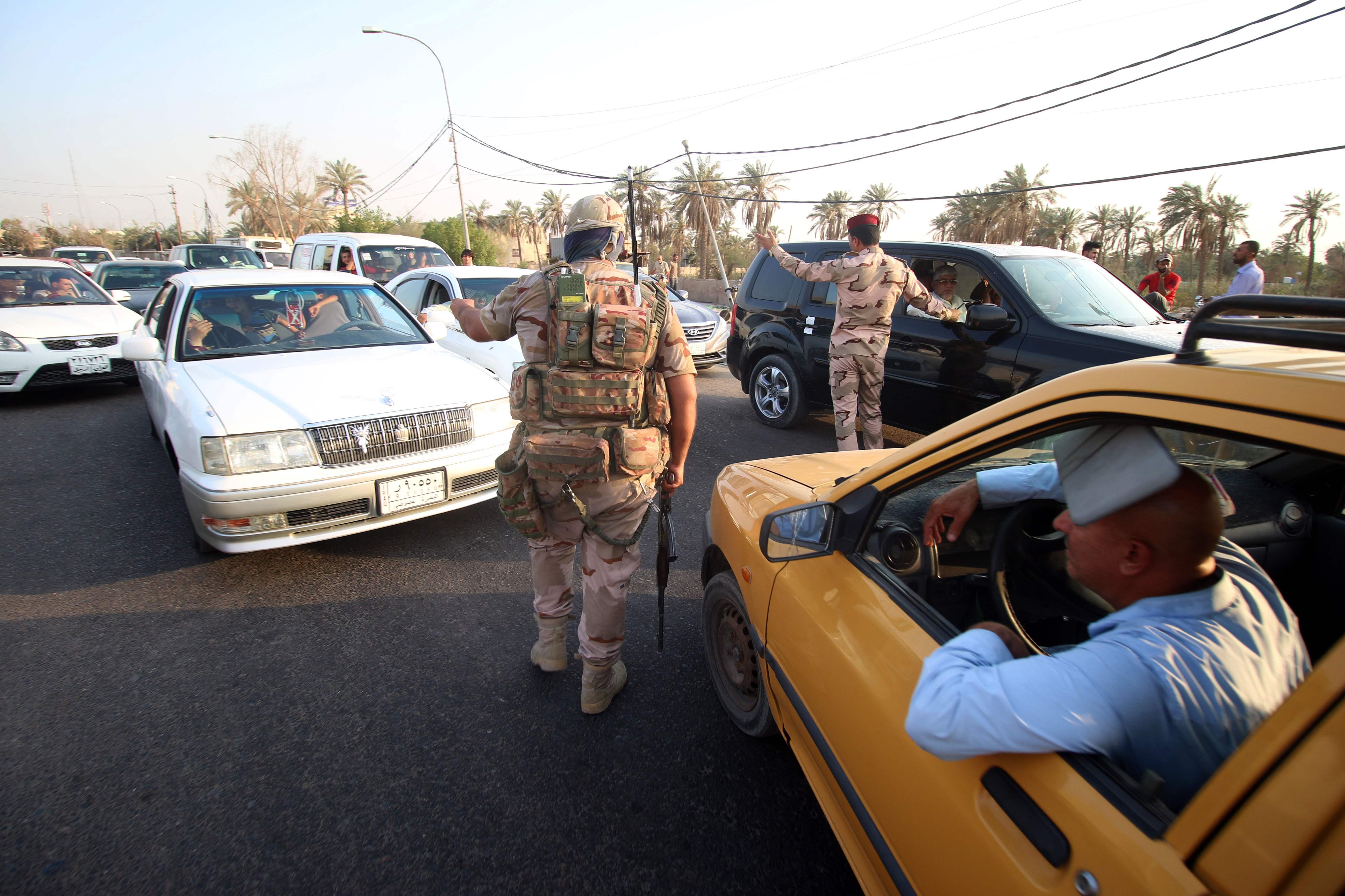 جانب من عملية انتشار الجيش العراقى