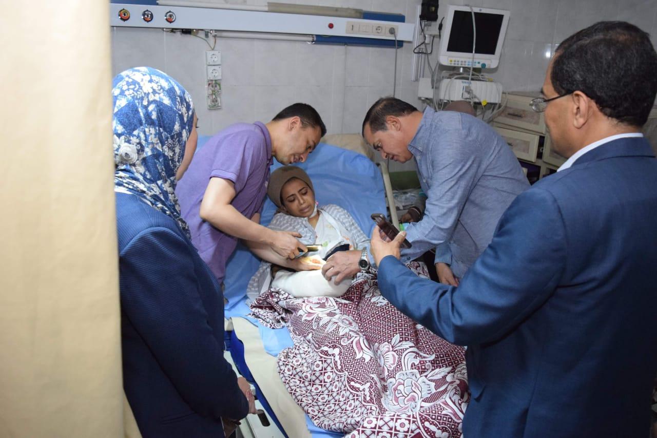 أطباء المستشفى الجامعى بسوهاج ينقذون يد فتاه من البتر (2)