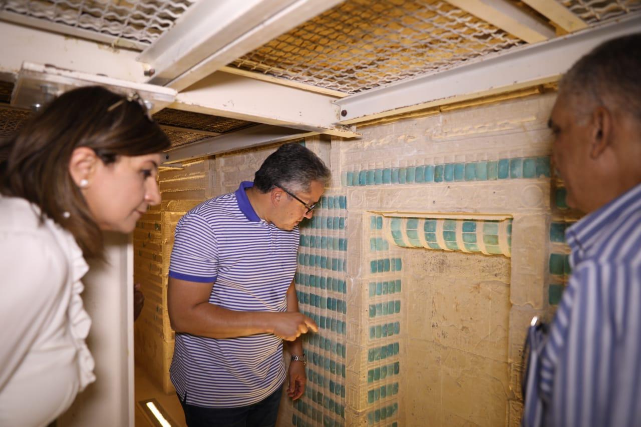 وزير الآثار ووزيرة الهجرة فى المقبرة الجنوبية للملك زوسر (8)