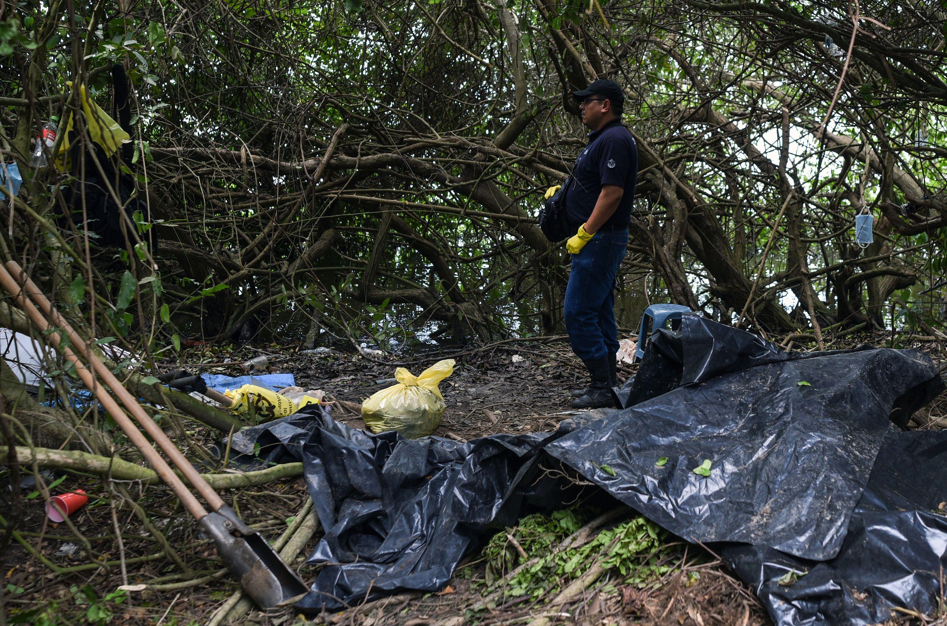 الشرطة المكسيكية بموقع الحادث