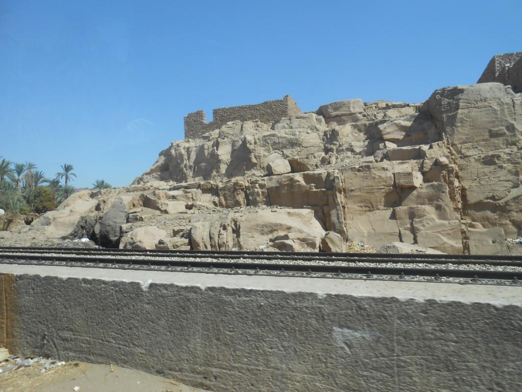 الصخور والسكة الحديد