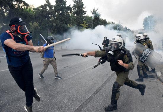 جانب من قمع الشرطة اليونانية