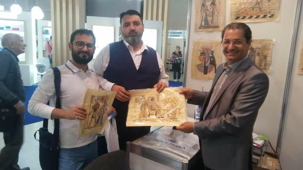 المستشار الثقافى المصرى فى جناح مصر بمعرض موسكو للكتاب (1)
