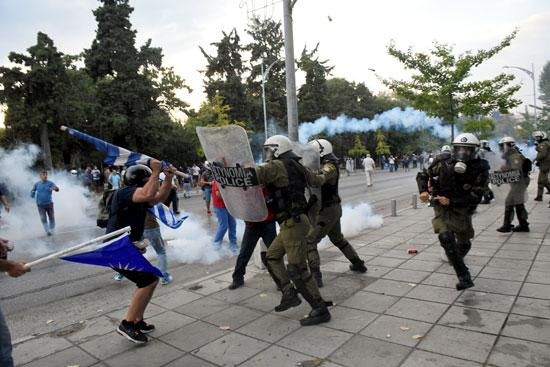 قمع الشرطة اليونانية