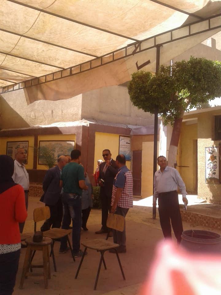 رئيس مدينة شبرا الخيمة يتفقد المدراس (5)