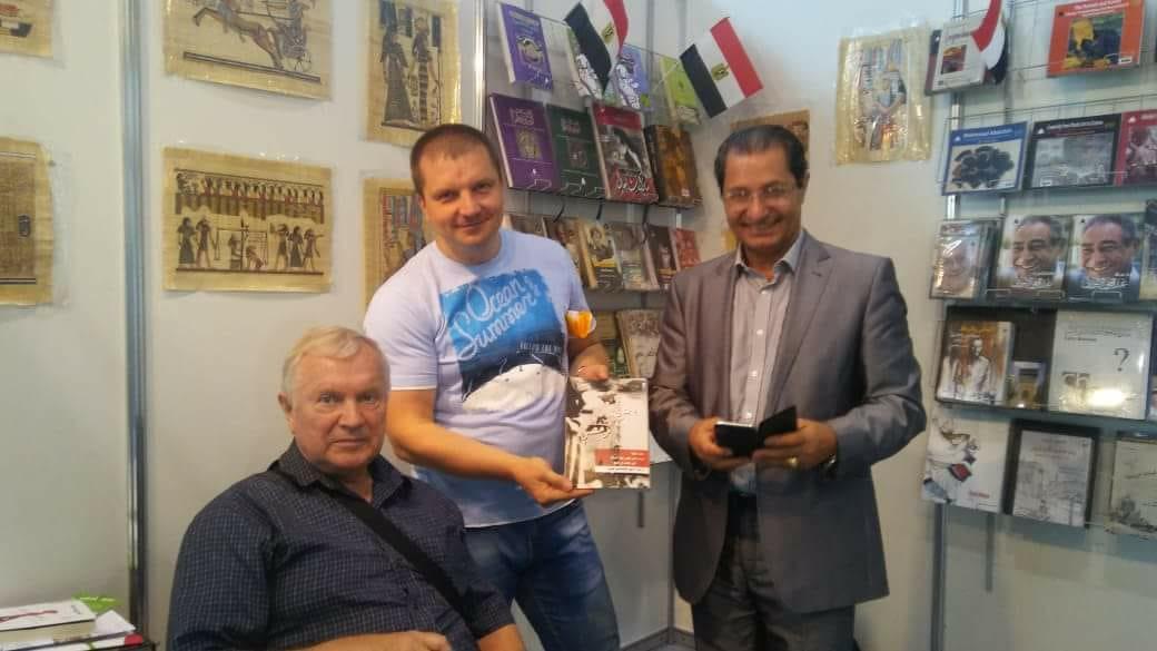 المستشار الثقافى المصرى فى جناح مصر بمعرض موسكو للكتاب (3)