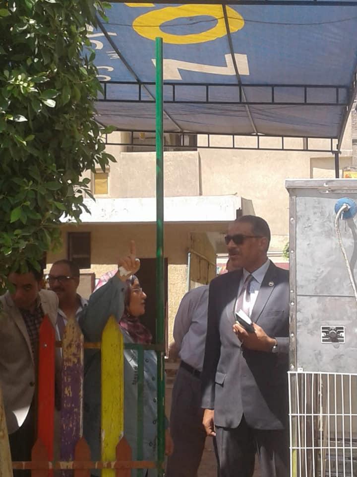 رئيس مدينة شبرا الخيمة يتفقد المدراس (2)