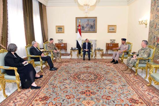 السيسى يبحث مع قائد القيادة المركزية الأمريكية التعاون العسكرى (1)