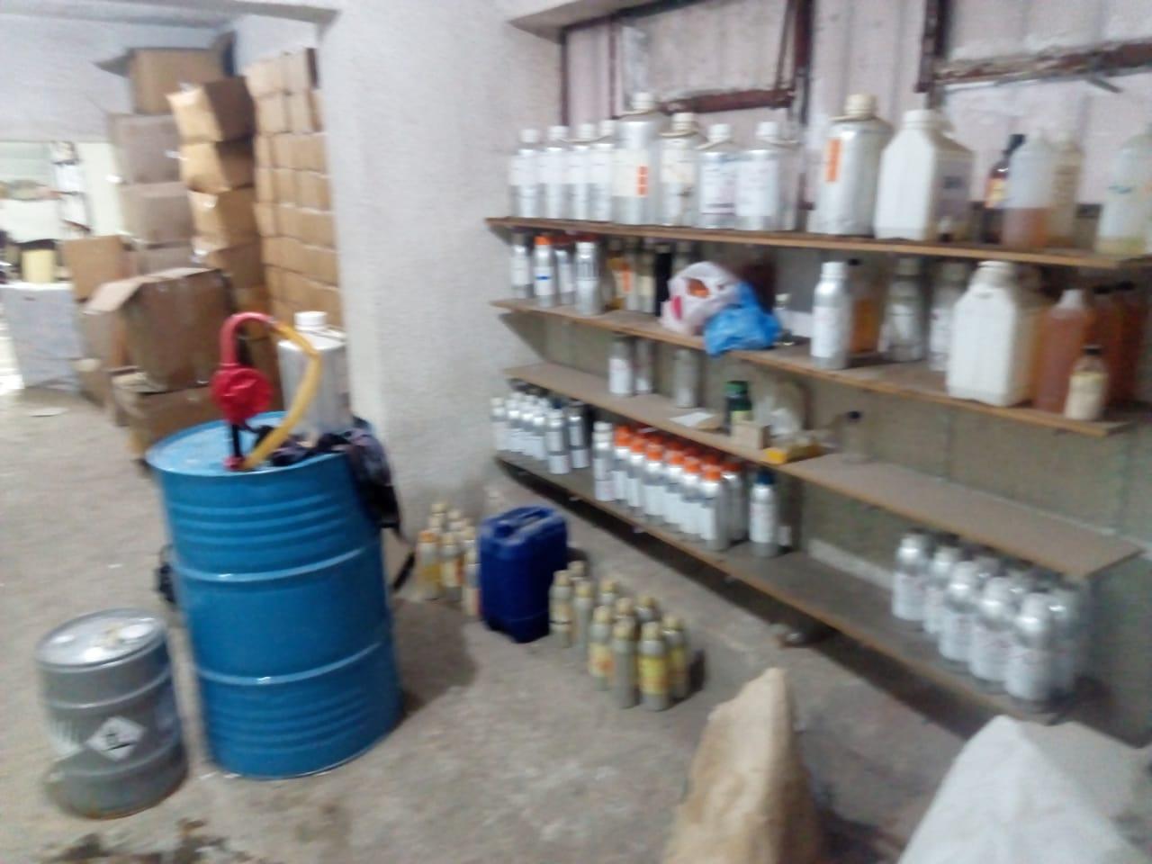 ضبط مصنع عطور مجهولة (5)