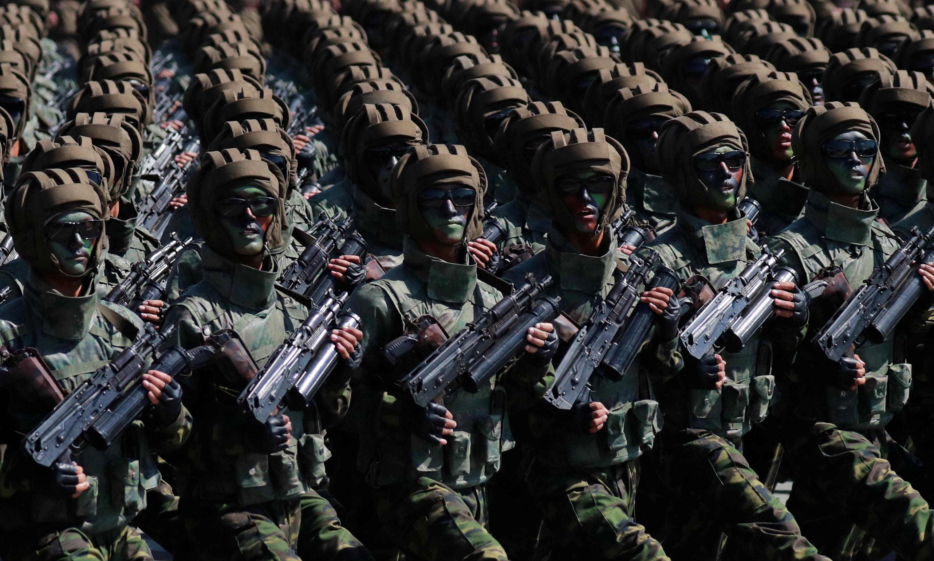 عرض عسكرى للجنود