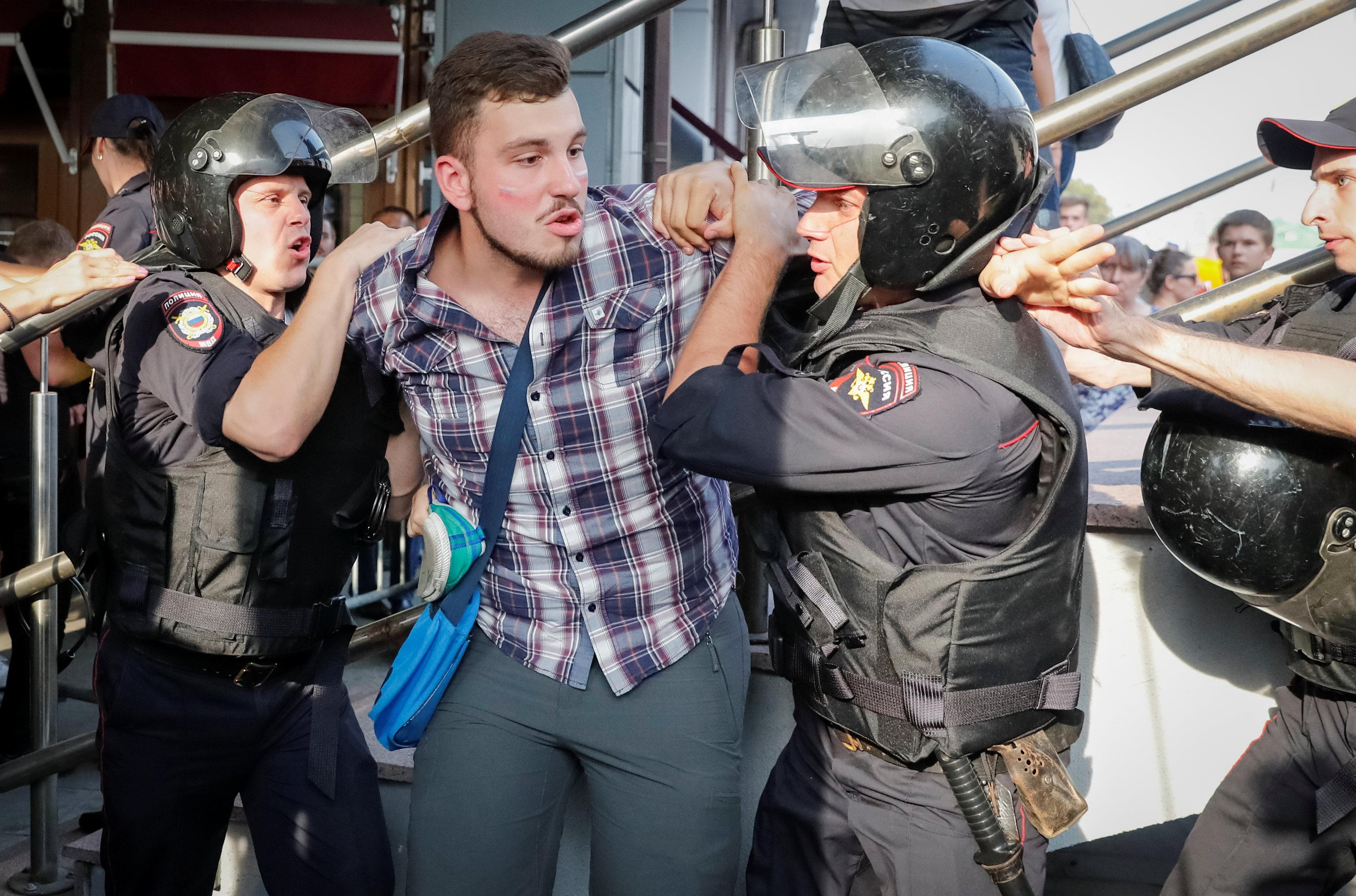 قمع الشرطة الروسية
