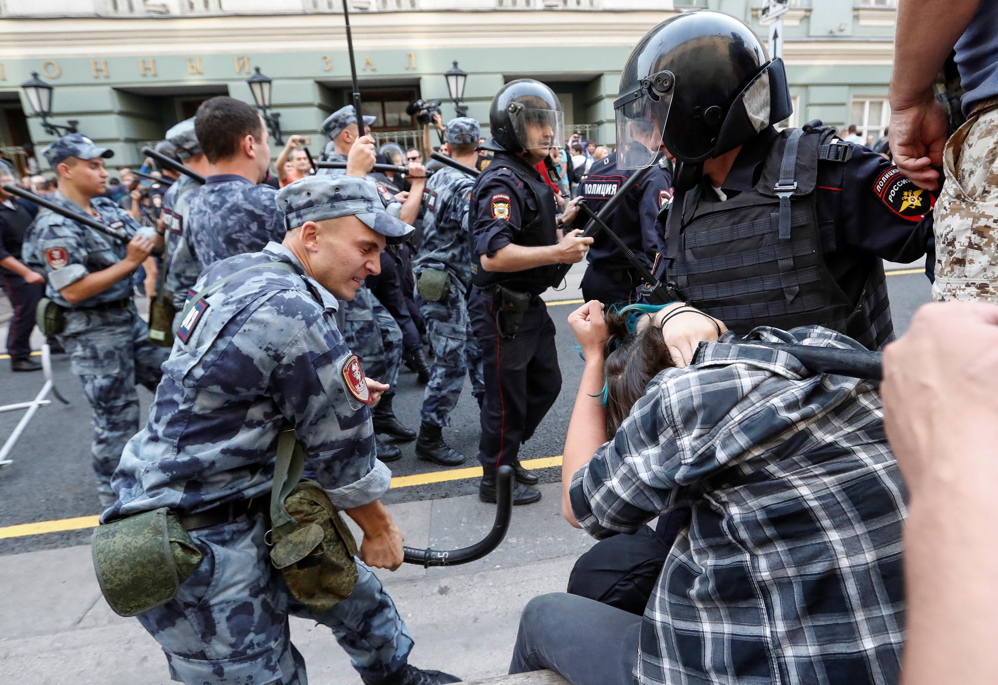 الاشتباكات بين الشرطة الروسية ومحتجين