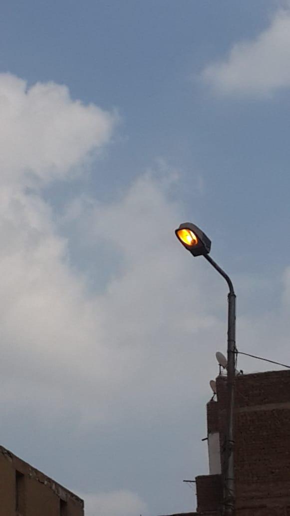 أعمدة الإنارة مضاءة نهارا بمنيا القمح (1)