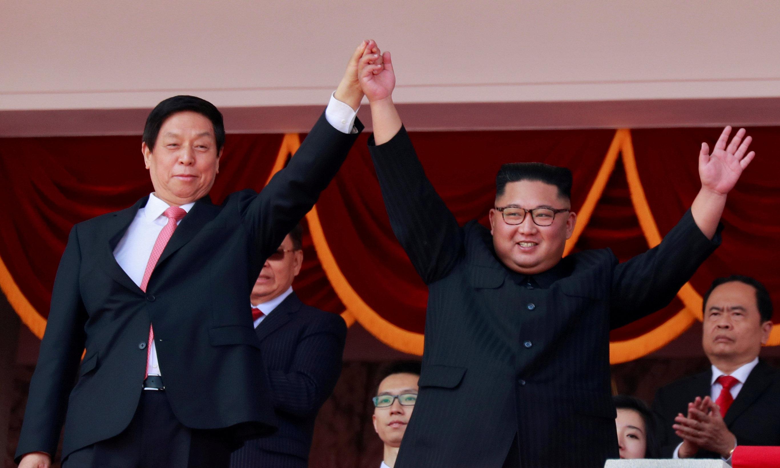 الزعيم الكورى الشمالى كيم جونغ أون ورئيس اللجنة الدائمة للمجلس الوطنى لنواب الشعب الصينى