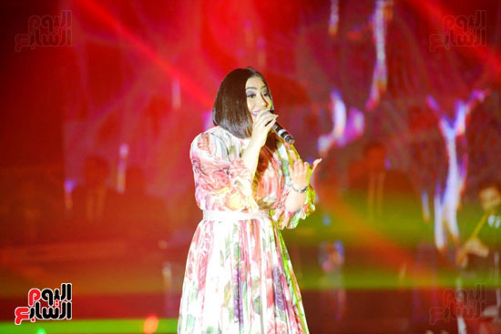 بوسى تشعل أجواء ليلة رأس السنة بأجمل أغانيها (12)