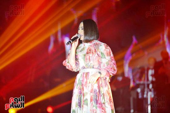 بوسى تشعل أجواء ليلة رأس السنة بأجمل أغانيها (11)