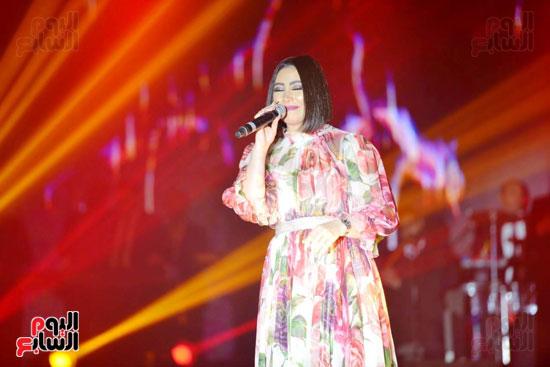 بوسى تشعل أجواء ليلة رأس السنة بأجمل أغانيها (19)