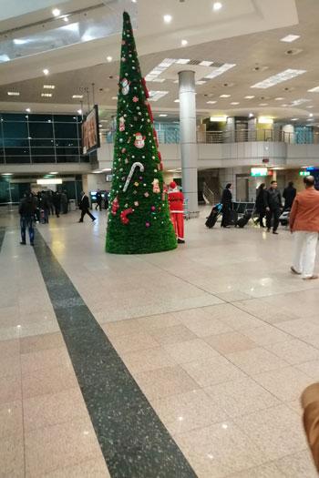 بابا نويل فى مطار القاهرة (3)