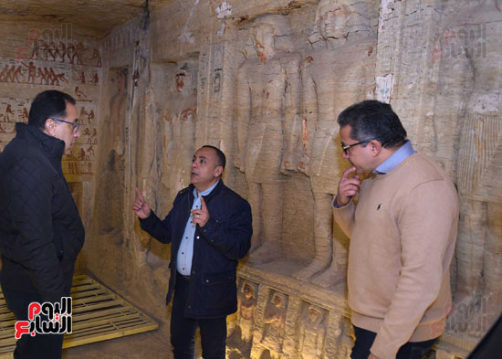 رئيس الوزراء يتفقد مشروعات الترميم بمنطقة آثار سقارة  (3)