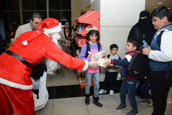 بابا نويل فى مطار القاهرة (5)