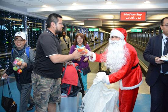 بابا نويل فى مطار القاهرة (6)