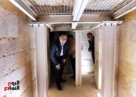 رئيس الوزراء يتفقد مشروعات الترميم بمنطقة آثار سقارة  (17)